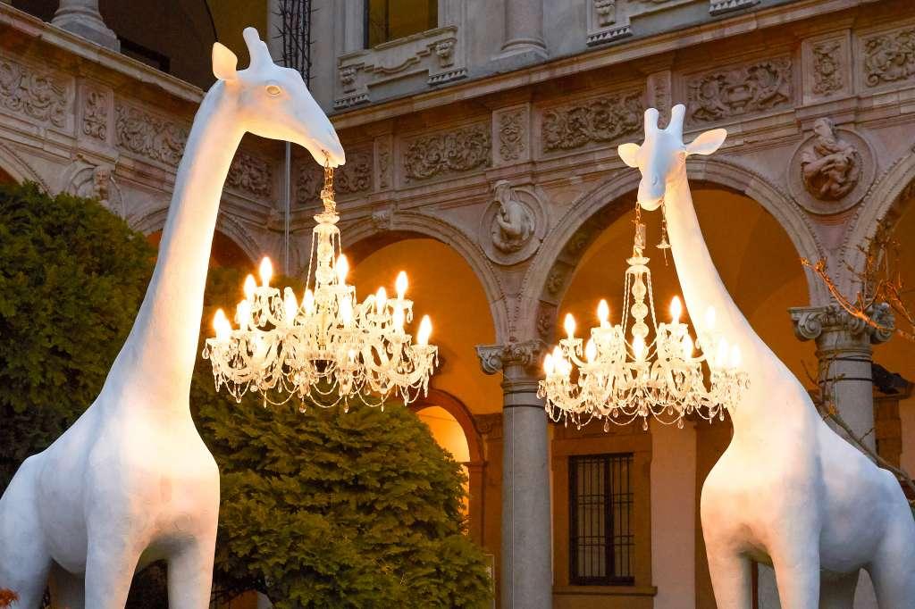 qeeboo giraffe outdoor